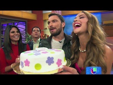 Ximena Córdoba cumplió años y mordió el pastel que le llevó Julián Gil  -- Despierta América