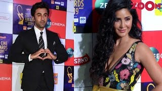 Ranbir Kapoor APPLAUDS as Katrina Kaif wins an award for Zero | Bollywood Gossip - ZOOMDEKHO