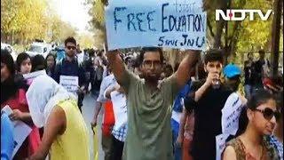जेएनयू छात्रों पर लाठीचार्ज - NDTVINDIA