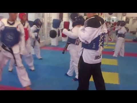 AET ENTRENAMIENTO DE TKD AL RITMO DE YOUTH OF TODAY SXE