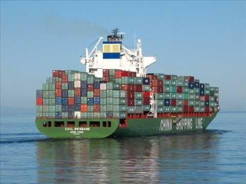 navios cargueiros e passageiros