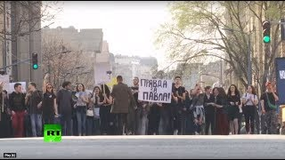 Serbian students protest outside Belgrade police station demanding the release of a fellow student - RUSSIATODAY