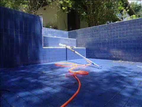 A Ilha, jardim e piscina manutenção