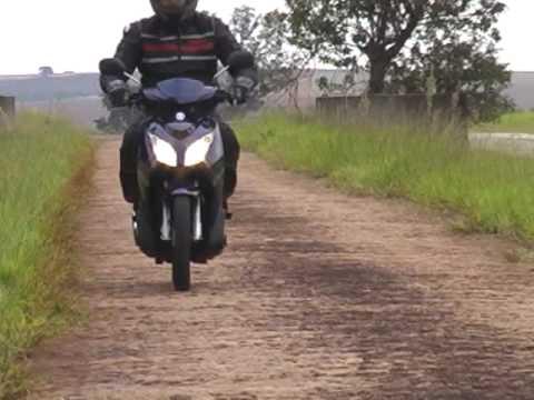 Comparativo - Yamaha Neo x Honda Lead - Revista Motociclismo