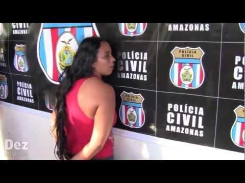 Mulher acusada de matar a mãe com 109 facadas é presa em Manaus