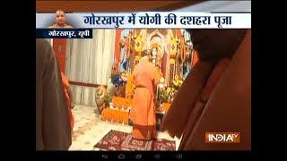 Dussehra: UP CM Yogi Adityanath offers prayers in Gorakhpur's Gorakhnath temple - INDIATV