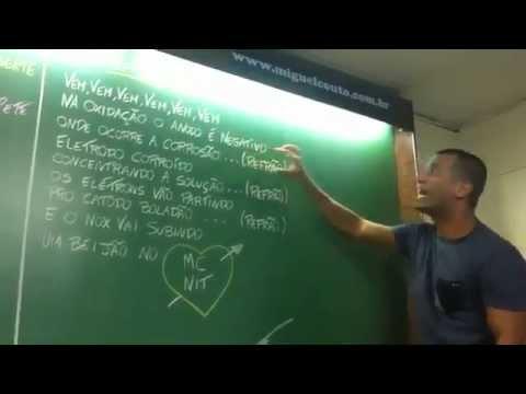 [OFICIAL] Professor dando aula de química com funk