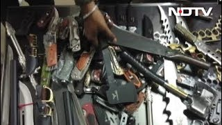 मुंबईः फैशनेबल सामानों की आड़ में हथियार बेचने वाला गिरफ्तार - NDTVINDIA