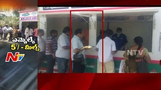 YSRCP MLA Alla Ramakrishna Reddy Shows His Simplicity in Hyderabad || Take Rs 5 Meals || NTV - NTVTELUGUHD