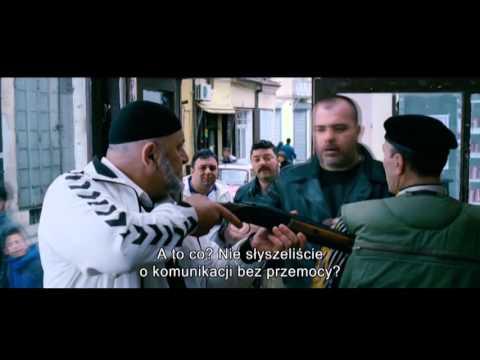 """Zwiastun filmu """"Parada"""", który za pomocą gorzkiego dowcipu pokazuje problem prześladowania mniejszości seksualnych w Serbii."""