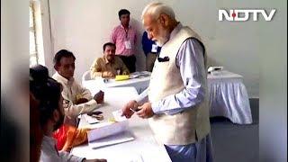 पीएम मोदी ने अहमदाबाद में निशान स्कूल पोलिंग बूथ पर डाला वोट - NDTVINDIA