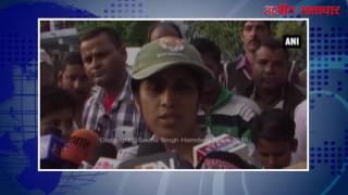 video : उत्तराखंड : वन विभाग के अधिकारियों ने कंटीली तार में फंसे तेंदुए को बचाया
