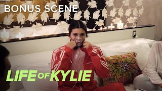 Kylie Jenner Gets Oxygen Treatment While in Peru | Life of Kylie | E! - EENTERTAINMENT