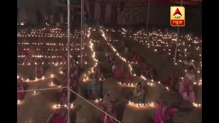 Jaipur: Farmers light diya while sitting in neck-deep pits during protest - ABPNEWSTV