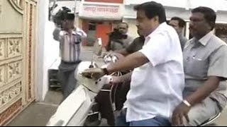 Transport minister Nitin Gadkari rides a scooter, courts controversy - NDTV