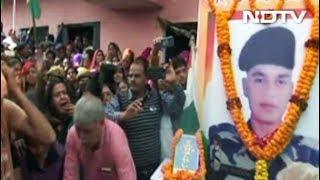 पुलवामा अटैकः महाराजगंज के शहीद पंकज त्रिपाठी को श्रद्धांजलि देने उमड़ी भीड़ - NDTVINDIA