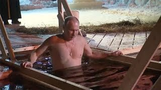Putin braves icy water for traditional Epiphany dip - RUSSIATODAY