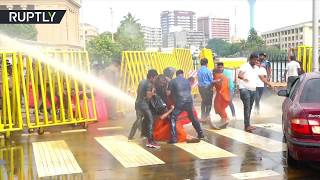 Protesting Buddhist monks battle water cannon & teargas in Sri Lanka - RUSSIATODAY