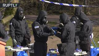 Forensics team works at location of Skripal's incident in Salisbury - RUSSIATODAY