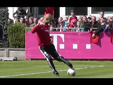 Pep Guardiola hitting player during FC Bayern Munich training - Funny
