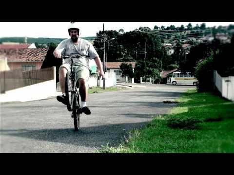 o maior empinador de bike do mundo - world's biggest wheelie