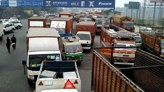 Republic Day: No entry for heavy vehicles, hundreds of trucks stranded on DND - TIMESOFINDIACHANNEL