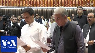 Pakistan swears in newly elected members of parliament including Imran Khan - VOAVIDEO