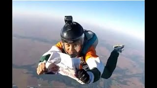 Skydiver Jumps From 13,000 Feet To Wish PM Modi - ABPNEWSTV