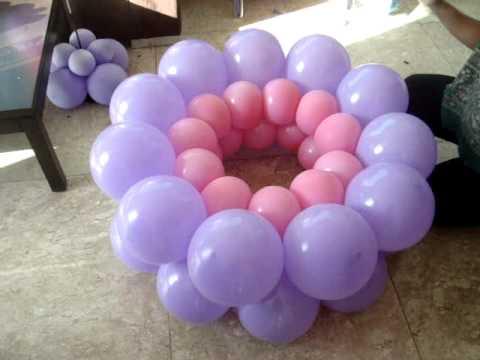 Большие цветы из шаров, для оформления зала.