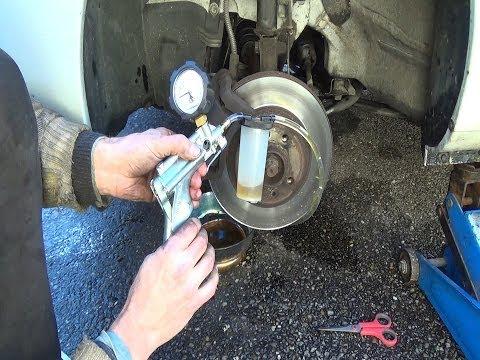 Cambio / spurgo olio/lliquido freni con una pompa per vuoto Mityvac passo a passo