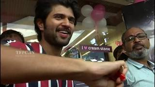 Vijay Devarakonda Birthday Celebrations With Fans | TFPC - TFPC