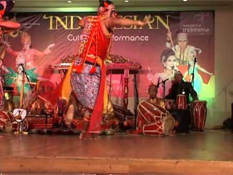 INDONESIAN CULTURAL PERFORMANCE 2013 - TOPENG KLANA TARUNG DANCE
