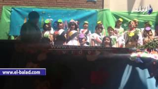 بالفيديو والصور.. مدارس الحرية للغات تحتفل بتخريج طلاب الـkj1 وسط أناشيد وطنية