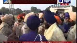 Amritsar: Clashes erupt between Nihang Sikhs, three injured - ITVNEWSINDIA