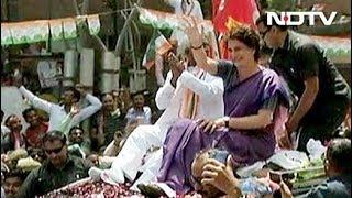 कांग्रेस महासचिव प्रियंका गांधी ने किया झांसी में रोड शो - NDTVINDIA