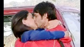 Sharman Joshi and Gul Panag Kissing Scene - Hello - Romantic Kissing Scene