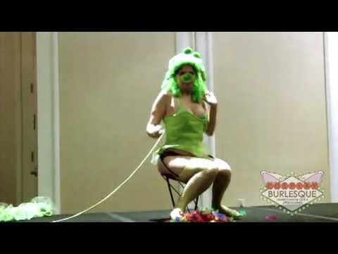 Victoria Belmont - Angry Birds - MangaNEXT 2012 - Cosplay Burlesque