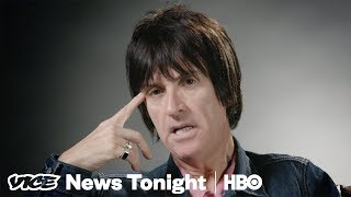 "Johnny Marr Reimagines Humanity With His New Hit ""The Tracers"" (HBO) - VICENEWS"