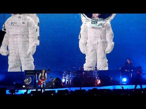 Jeden z flagowych utworów Depche Mode wykonany podczas koncertu w Atlas Arenie w 2010 roku.