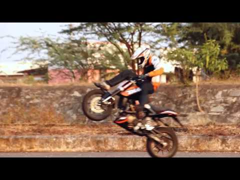 KTM duke 200 Stunt Video of throttlerz 2013.!!