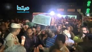 بالفيديو.. لحظة دخول جثمان الأبنودى للمسجد للصلاة عليه