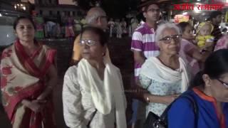 त्रिवेणी घाट पर गंगा आरती का मनमोहक दृश्य