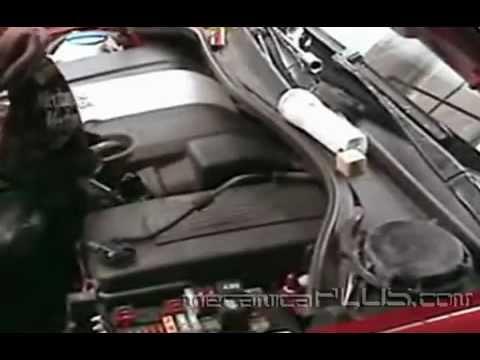 Afinación VW Bora 2006 2.5 L. - Recolocando la cubierta del motor - www.mecanicaplus.com