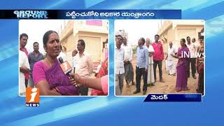 People's Fires On Sangareddy Municipal Officials Over Damaged Roads In Medak | Ground Report | iNews - INEWS