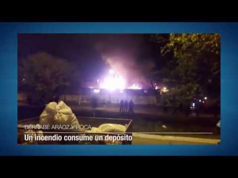 Un incendio consume un depósito en Bernabé Aráoz y avenida Roca
