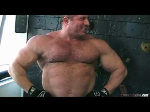 300# Tony Maxim, HAIRY Post-Workout Flex -yTt60hpk6tY