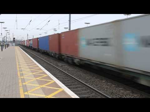 Freightliner class 66516 loaded containers heads north