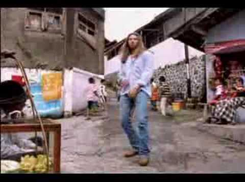 masih inget sama lagu ini..? ni video clip shootingnya di Bandung, modelnya Astrid Tiar...mengingatkan gw masa-masa SMA dulu..-:)