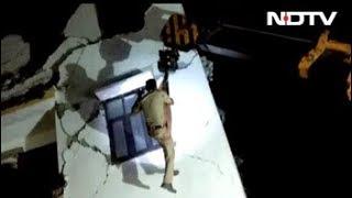 ग्रेटर नोएडा के शाहबेरी में दो छह मंजिला इमारतें गिरी, कई लोगों के फंसे होने की आशंका - NDTVINDIA