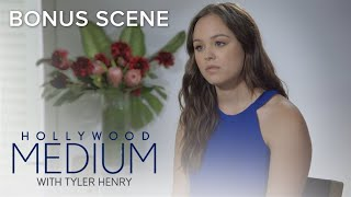 Why Hayley Orrantia Has to Let Go of Past Love | Hollywood Medium With Tyler Henry | E! - EENTERTAINMENT